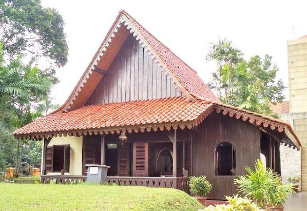 gambar rumah adat jakarta