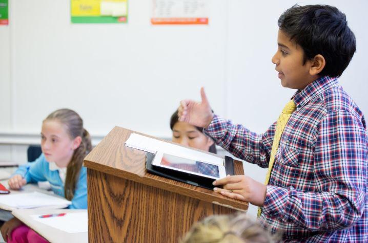 contoh debat un sekolah